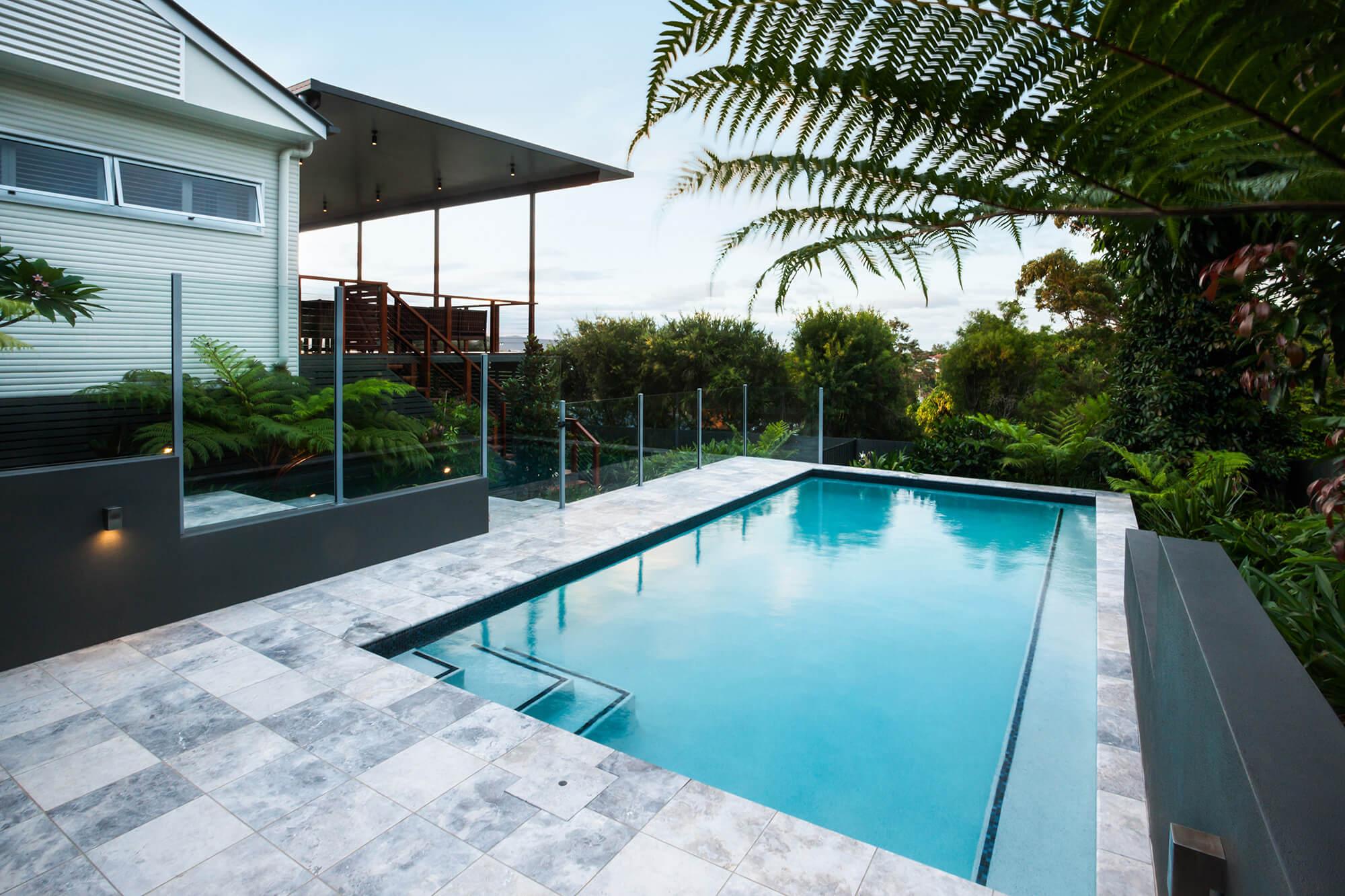 4 raisons pour choisir le carrelage comme revêtement de piscine